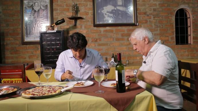 Timbó experimenta a pizza com bode criada em Juazeiro (Foto: TV Bahia)
