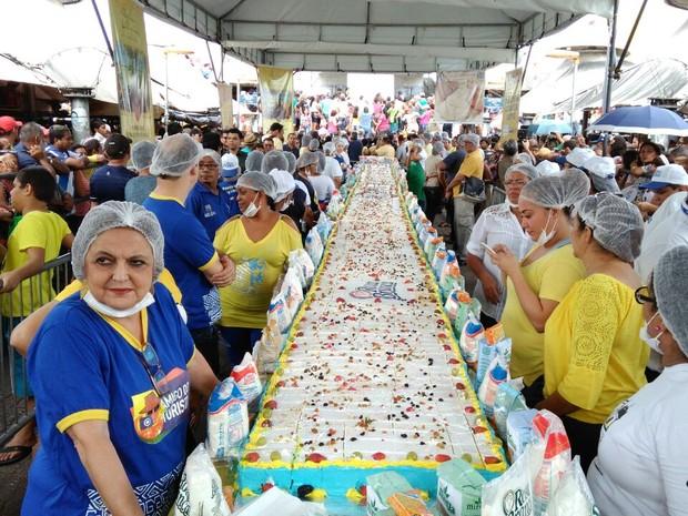 Bolo de 15 metros celebra aniversário de Belém (Foto: Arthur Sobral / G1)