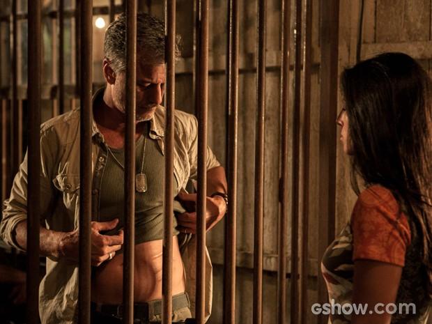 Kléber nega ser a Besta e mostra marca no corpo (Foto: Inácio Moraes/TV Globo)