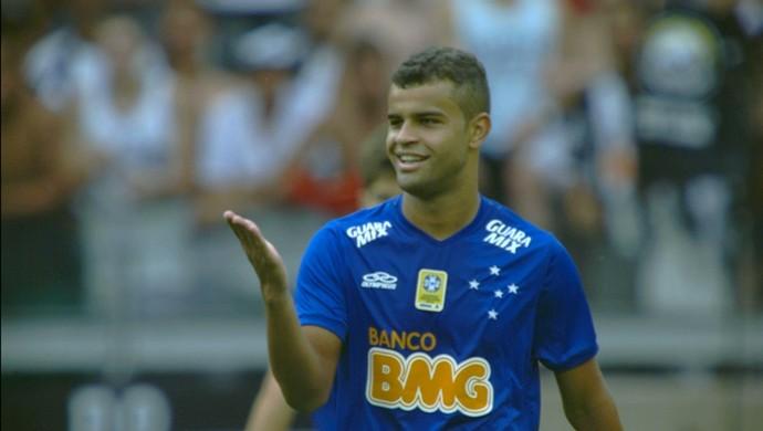 Alisson, meia do Cruzeiro, no clássico contra o Atlético-MG (Foto: Reprodução/TV Globo Minas)