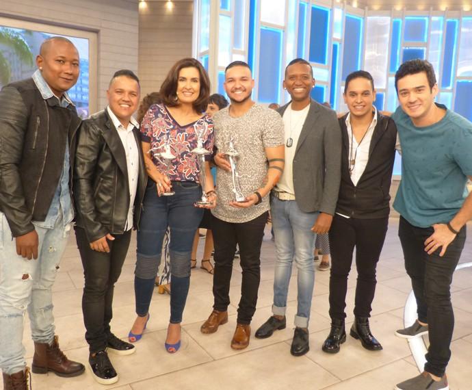 Com integrantes da banda Imaginasamba (Foto: Marcele Bessa / Gshow)