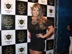 Ex-BBB Fani usa look transparente e mostra demais em festa no Rio