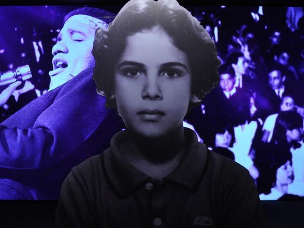 Foto de Cazuza criança na exposição no Museu da Língua Portuguesa em SP (Foto: Guilherme Tosetto/G1)