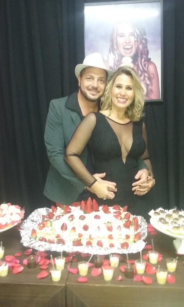 Andréia Sorvetão com o marido, Conrado (Foto: Guimarães Assessoria / Divulgação)