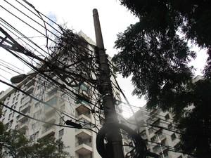 Pelo decreto de 2011, fiação começaria a ser embutida pela Rua Humaitá (Foto: Alba Valéria Mendonça/ G1)