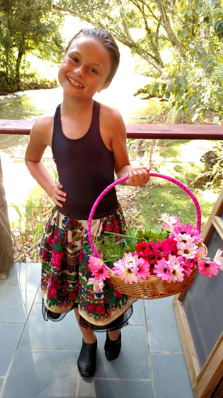 Olha só que gracinha a fantasia de florista (Foto: Arquivo pessoal)