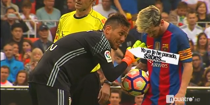 """BLOG: TV flagra provocação de Diego Alves a Messi em pênalti: """"Já te parei, lembra?"""""""