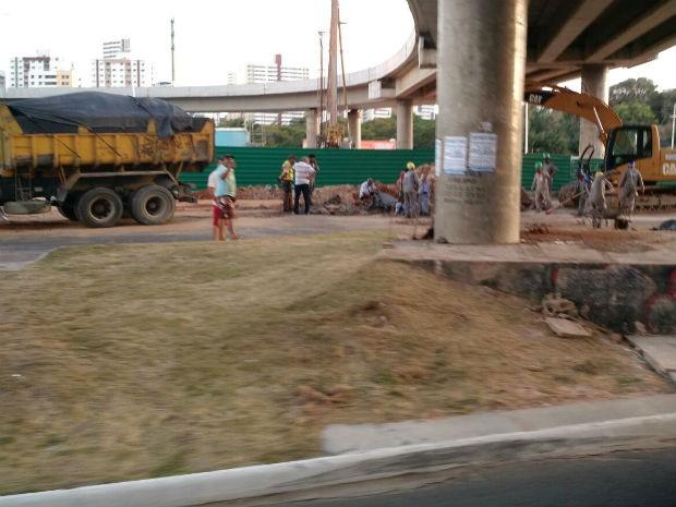 Obra na Avenida Paralela, em Salvador (Foto: Reprodução/TV Bahia)