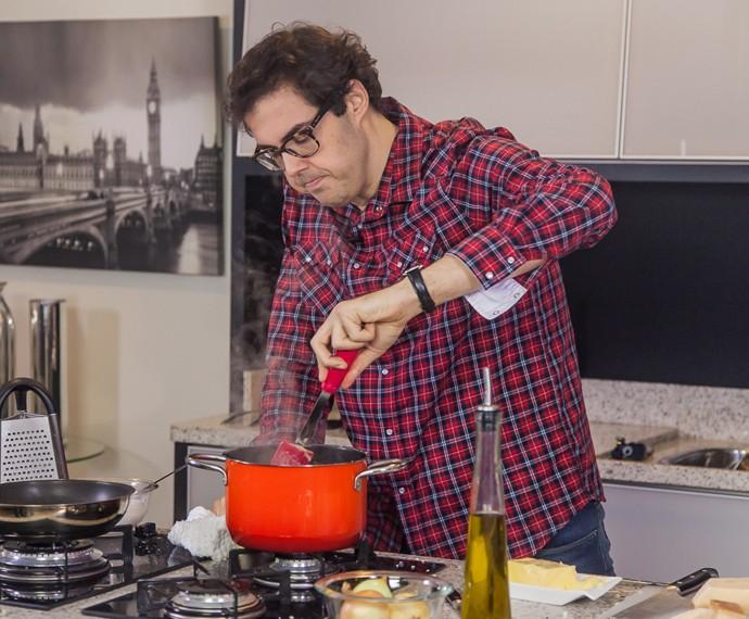 Ceylão revela que sabe cozinhar poucos pratos  (Foto: Carolina Morgado/Gshow)