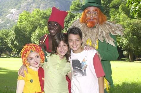 Lara com Isabelle Drummond, Isak Dahora, César Cardadeiro e Aramis Trindade no 'Sítio do picapau amarelo' (Foto: João Miguel Júnior/TV Globo)