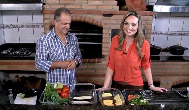 Vivian Padovan apresenta a receita no quadro 'Cozinha do Brasil' (Foto: Reprodução/TV Fronteira)