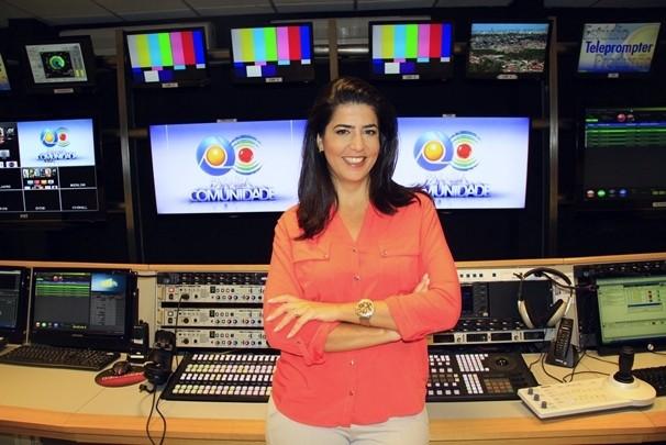 Além de apresentadora, Carla também atua como editora-chefe do programa  (Foto: Rizemberg Felipe/TV Cabo Branco)
