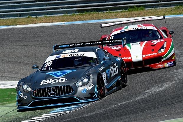 A Mercedes AMG GT3 de Marcelo Hahn e Allam Kodair na corrida 1, chegaram em P14 depois de uma colisão na traseira (Foto: Divulgação/FOTOSPEEDY)