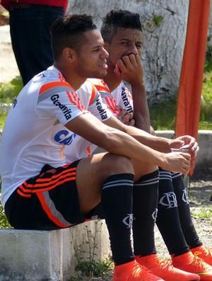 Treino Flamengo - João Paulo e Léo Moura (Foto: Cahê Mota)