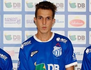Eliu (centro), meia, em apresentação na URT antes de acerto com Araxá Esporte Clube (Foto: Alê Vianna)