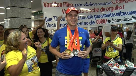 Goiano Vanilton Filho é recebido com festa após sucesso no Parapan 2015