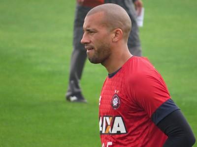 Zagueiro Kadu Atlético-PR (Foto: Fernando Freire)
