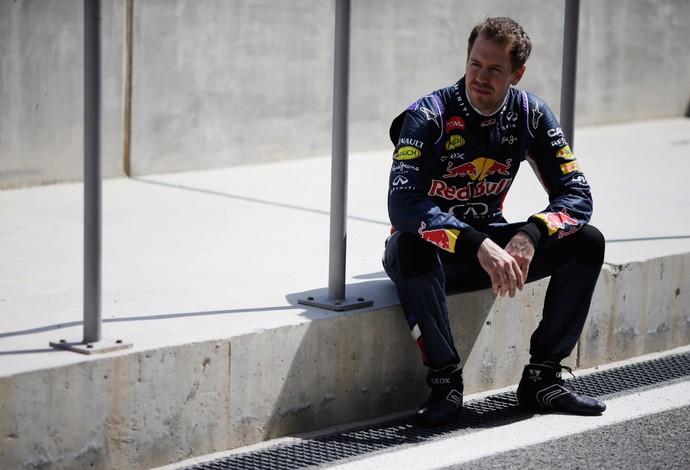 Sebastian Vettel não conseguiu completar sequer uma volta com o RB10 neste sábado (Foto: Getty Images)