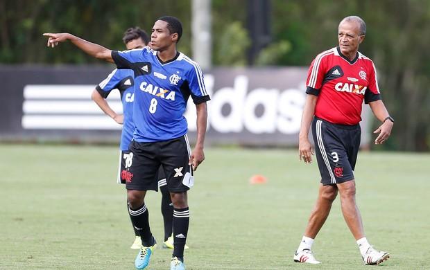 Elias treino Flamengo (Foto: Alexandre Cassiano / Ag. O Globo)