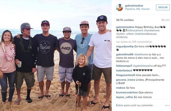 Gabriel Medina dá parabéns a Axel Irons (Foto: Reprodução/Instagram)