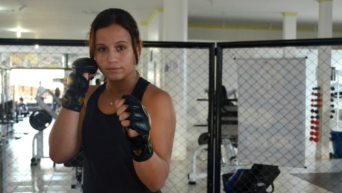 Andrezza Martins, lutadora que irá participar do Fight Team Junior Oliveira (Foto: Lauane Sena)