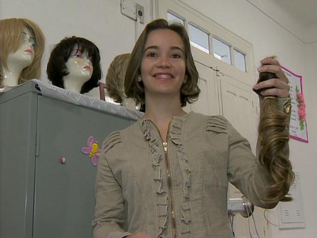 Letícia Silva doadora cabelo São João del Rei (Foto: Reprodução/ TV Integração)