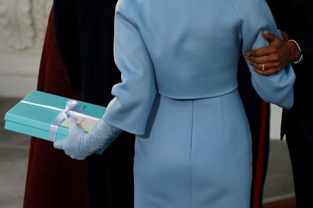 Detalhe do presente de Melania Trump para Michelle Obama (Foto: REUTERS)