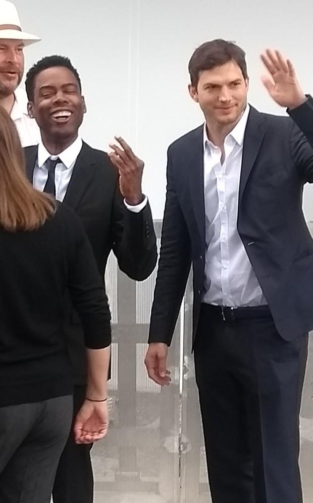 Ashton Kutcher chega a casamento vip (Foto: AgNews)