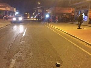 Acidente ocorreu no cruzamentro entre Avenida Brasil e Rua T-21 (Foto: Fernando Luiz/Comando190)