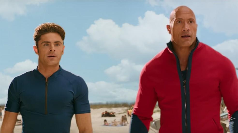 Zac Efron e Dwayne Johnson em 'Baywatch' (Foto: Reprodução)