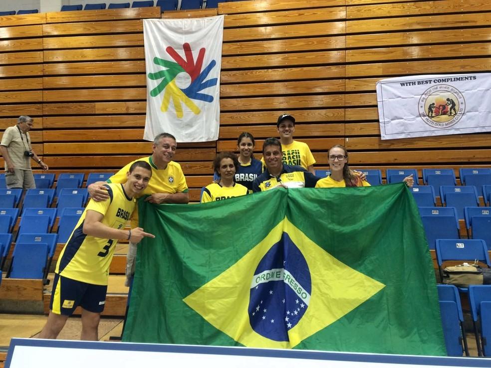 Rafinha com a família durante o Mundial de Vôlei que aconteceu em 2016 nos EUA (Foto: Rafael Camargo / Arquivo pessoal)