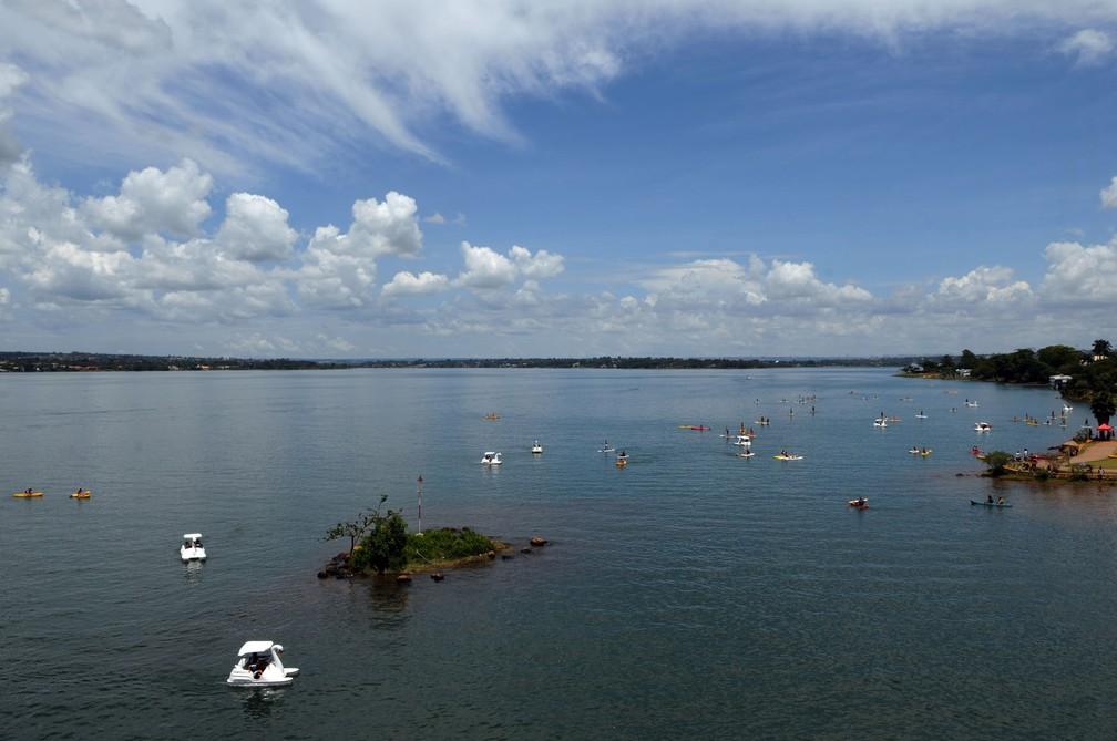 Banhistas aproveitam Lago Paranoá, em Brasília (Foto: Gabriel Jabur/Agência Brasília)