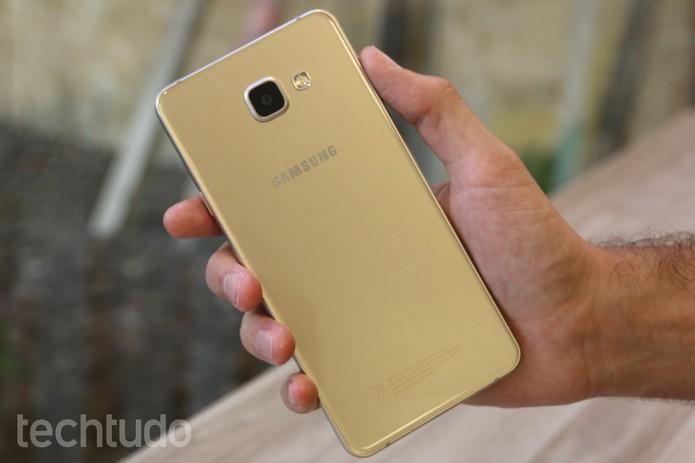 Linha A da Samsung é inspirada no visual do Galaxy S6 e tem preço mais baixo (Foto: Caio Bersot/TechTudo)