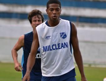 Atacante Caique Taubaté (Foto: Filipe Rodrigues/GloboEsporte.com)