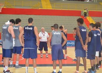 Lula Ferreira treino Franca Basquete (Foto: João Fagiolo)