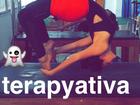 Bruna Marquezine mostra elasticidade em aula de acropilates