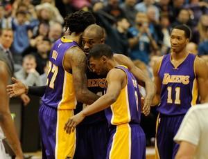 Jordan Hill, Kobe Bryant e Ronnie Price cesta, Lakers