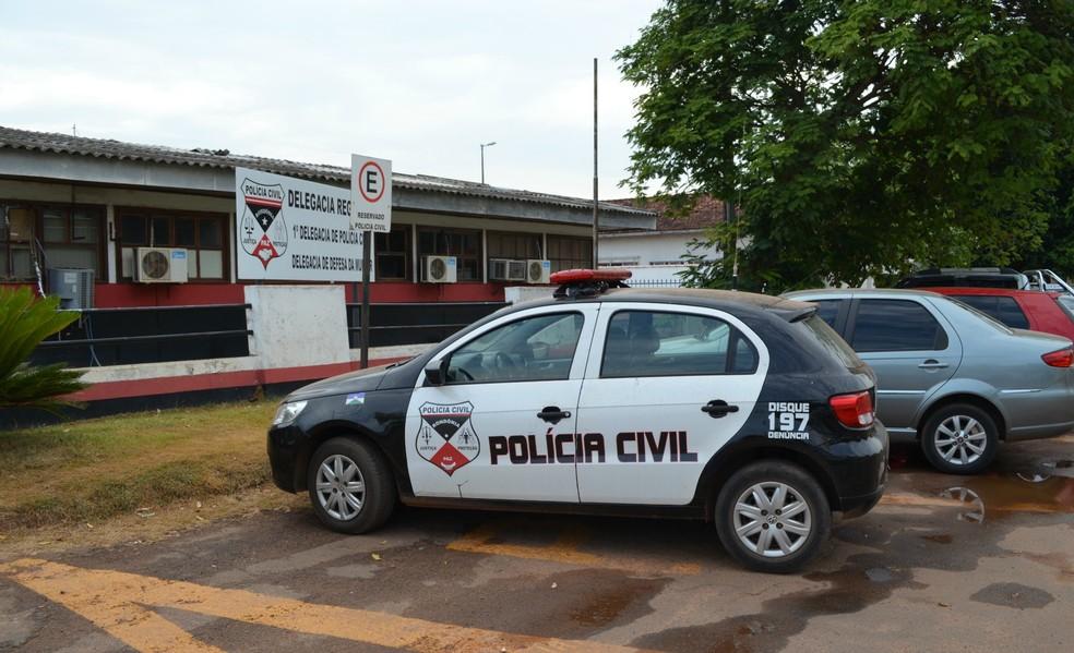 Polícia Civil investiga o caso de roubo (Foto: Magda Oliveira/G1)