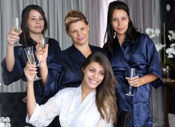 Fran, com as irmãs Helen e Raphaela e também a mãe, Érica (Foto: Isabella Pinheiro/Gshow)