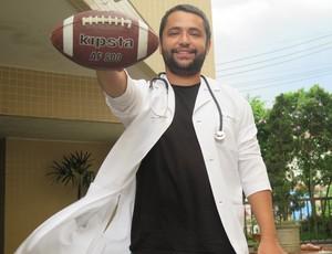 Elimar Filho é técnico de futebol e também médico pediatra (Foto: Cássio Lyra)