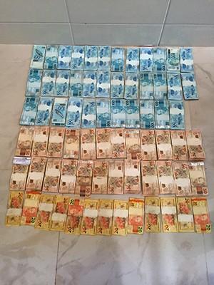 Quantia em dinheiro e documentos do cartório foram encontrados na casa de tabeliã (Foto: Divulgação/ Polícia Civil)