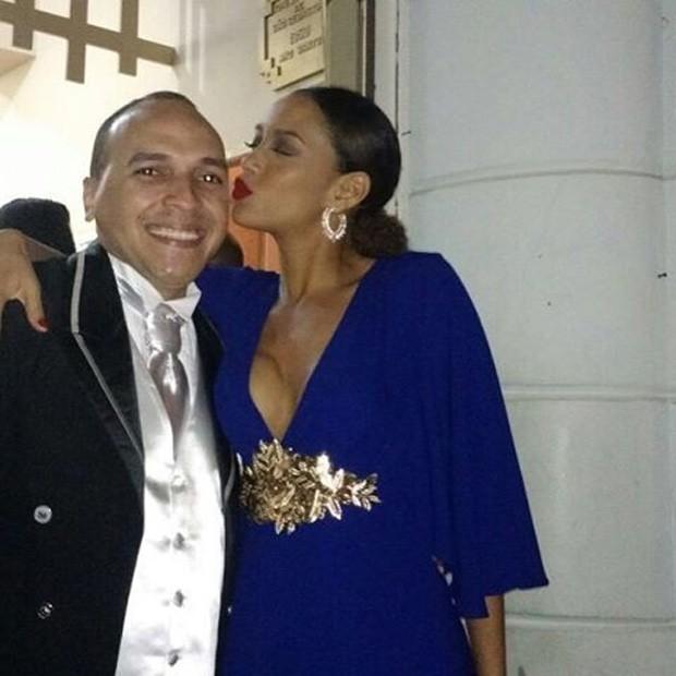 Tais Araújo com o amigo  (Foto: Reprodução)