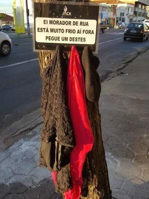 Clientes doam roupas para 'cabide' (Foto: Caio Richieri/Arquivo Pessoal)