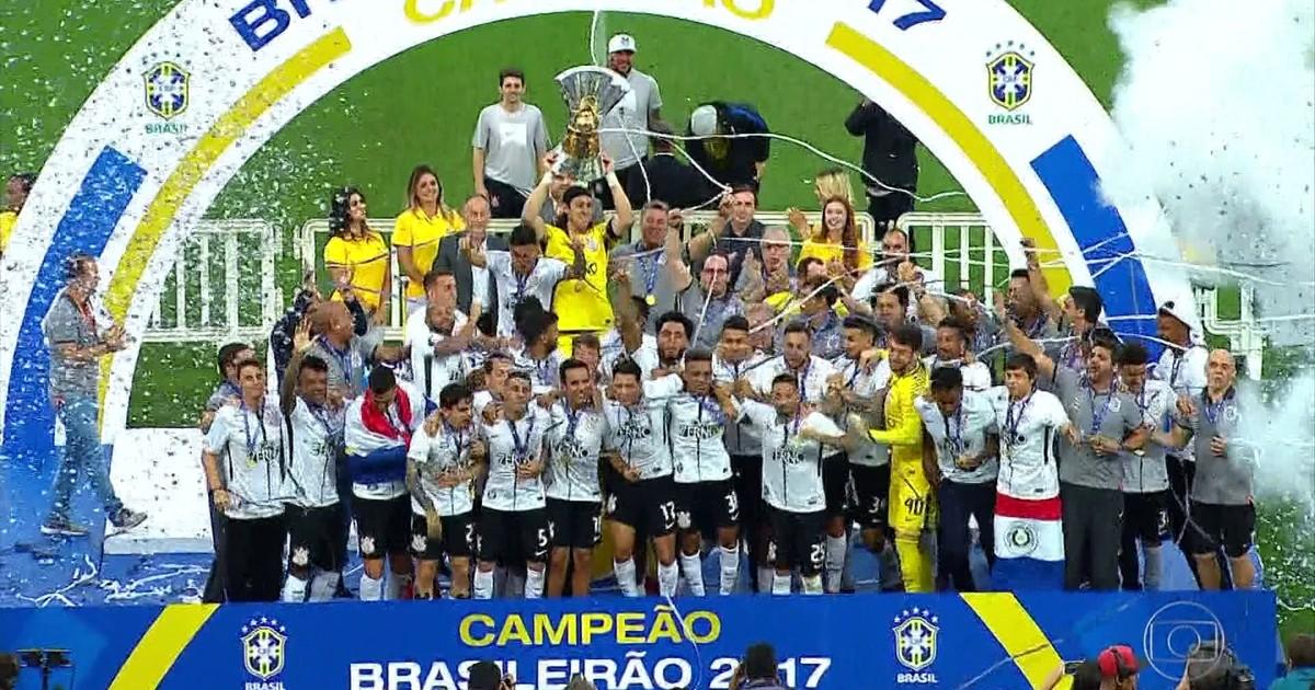 Gols do Fantástico: Corinthians recebe a taça e Ponte é rebaixada