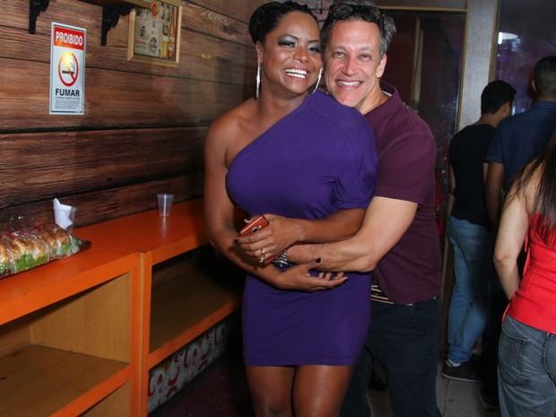 Adriana Bombom e o noivo, Adrien Cunha, em evento no Rio (Foto: Anderson Borde/ Ag. News)