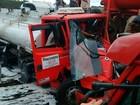 Batida envolvendo caminhão-tanque afeta trânsito em trecho da BR-101