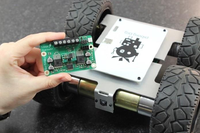 Robô funciona com qualquer versão do Raspberry Pi (Foto: Divulgação/MonsterBorg)