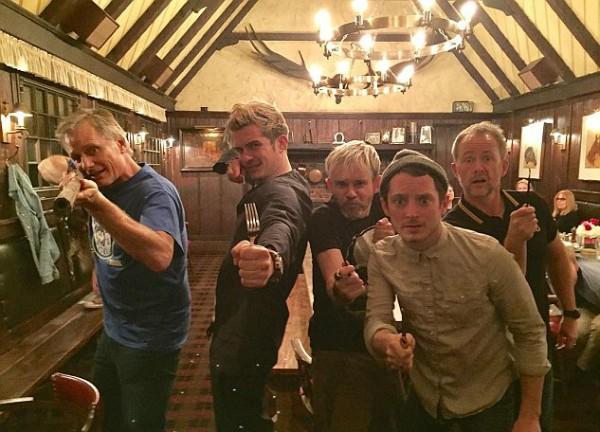 Orlando Bloom, Elijah Wood, Dominic Monaghan, Billy Boyd e Virgo Mortensen (Foto: Reprodução)
