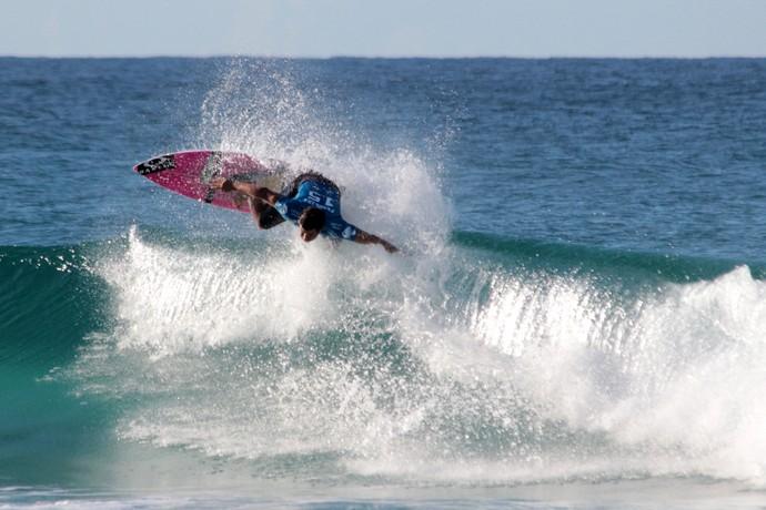 Ítalo Ferreira em ação no round 5 da etapa de Gold Coast, Mundial de Surfe (Foto: Luciana Pinciara / Motion Photos)