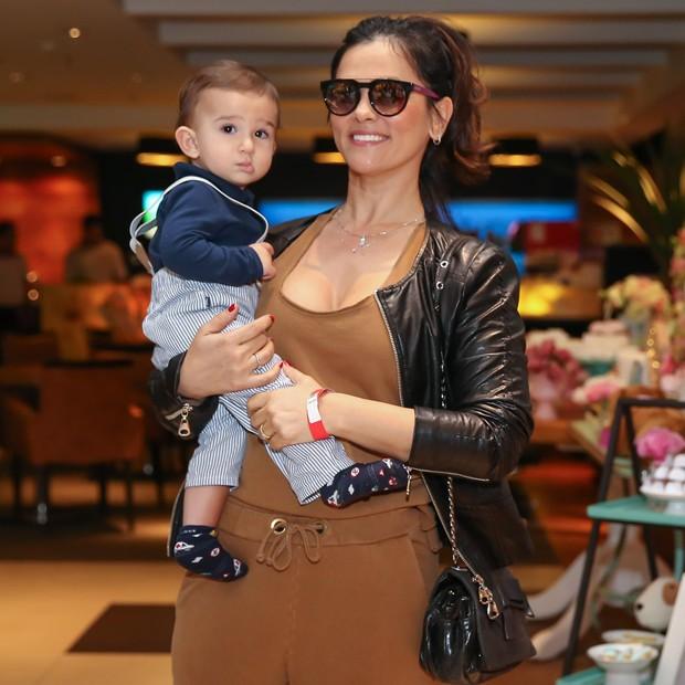 Suzana Alves e o filho, Benjamin (Foto: Manuela Scarpa/Brazil News)